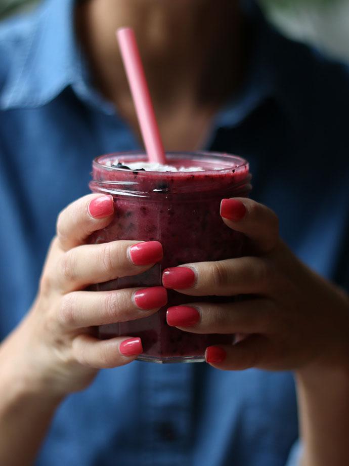 berry & coconut milk smoothie recipe - mypoppet.com.au