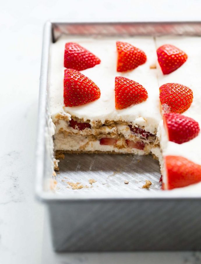 No Bake strawberry icebox cake - best strawberry recipes roundup