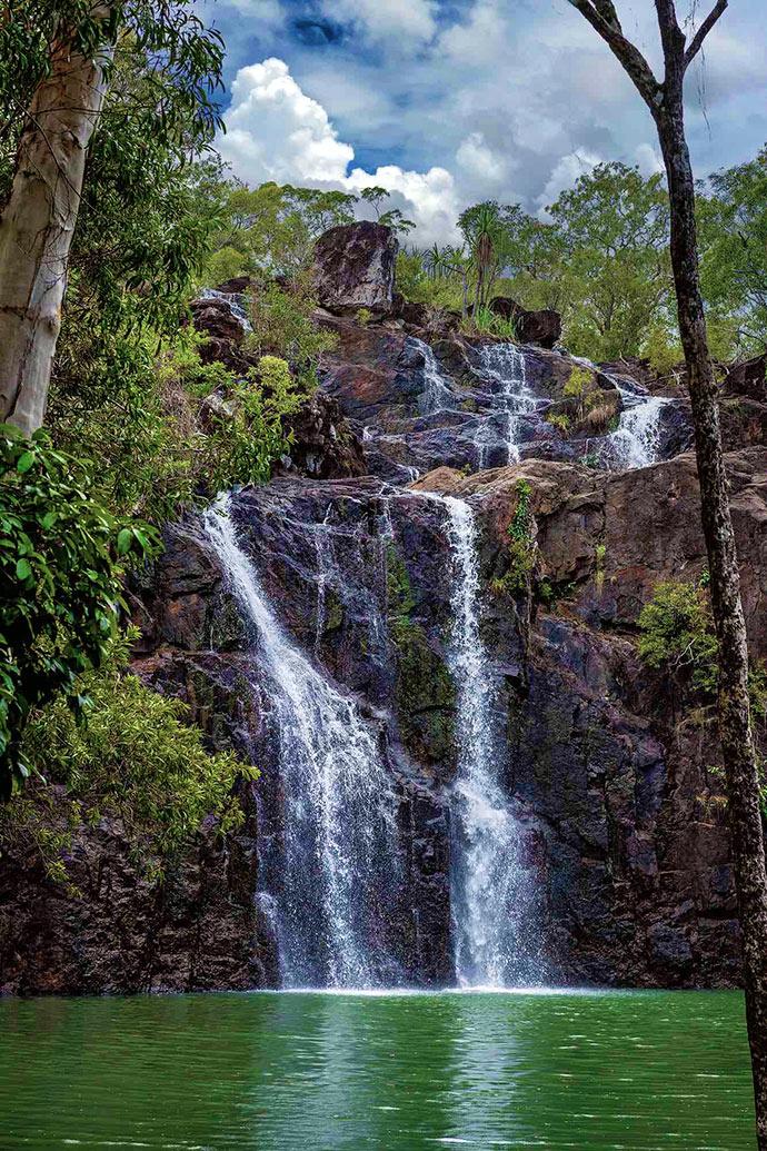 Cedar Creek Falls - Depositphoto