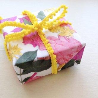Floral gift wrap DIY