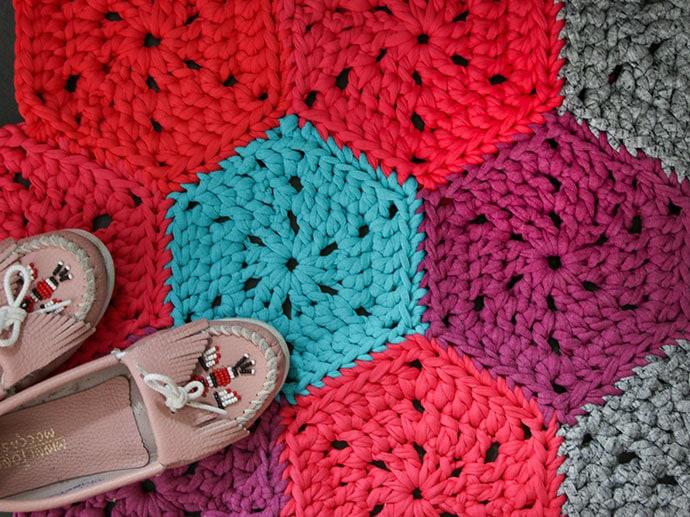 How to crochet - T-shirt yarn hexagon crochet rug pattern