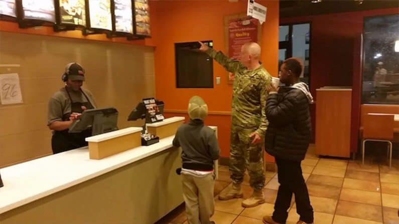 Soldier buys boys dinner at Taco Bell after learning they were hungry