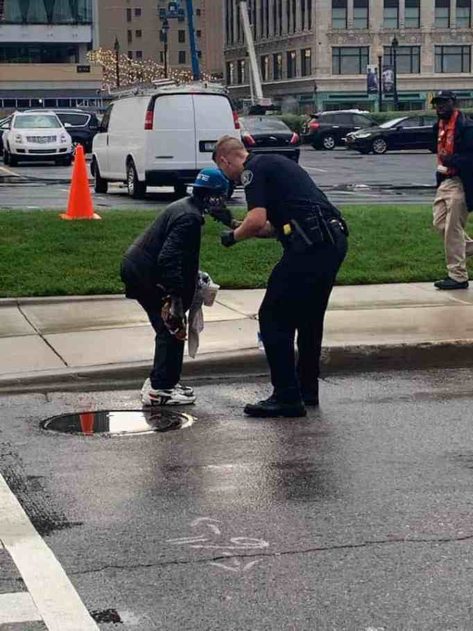 police officer helps homeless man
