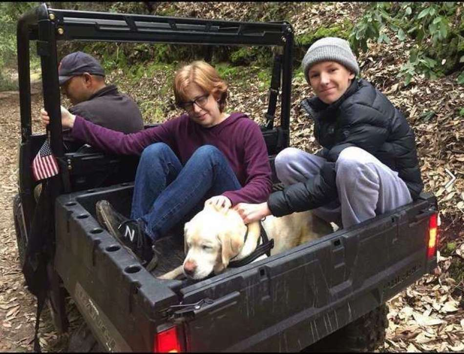 The blind dog reunites with her family