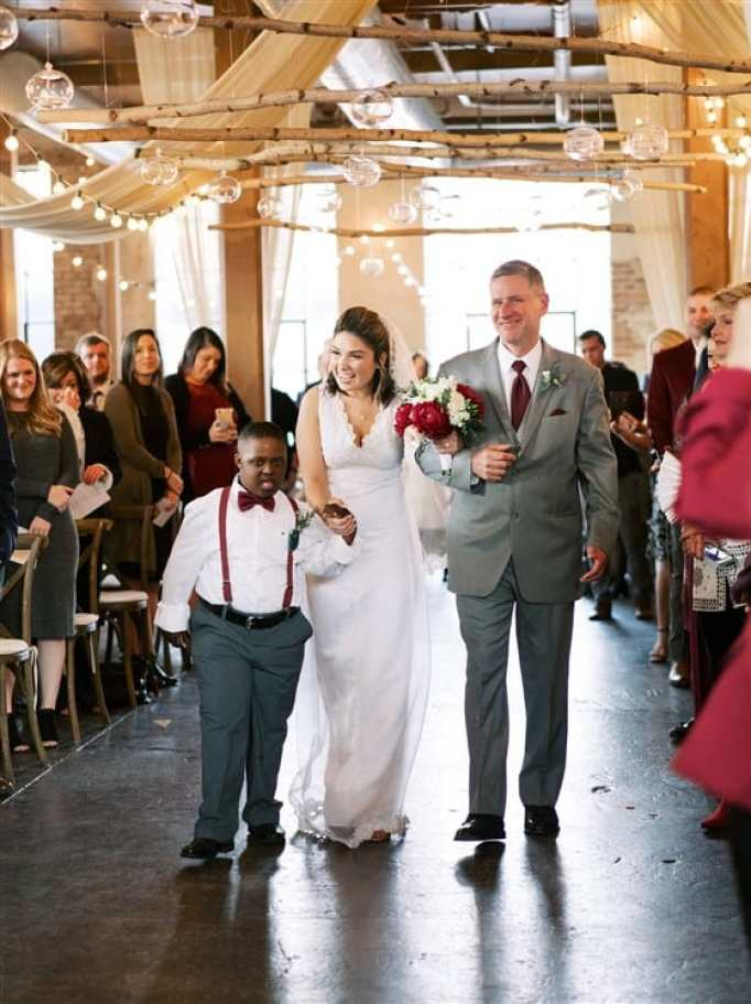 SPED teacher includes special needs kids in her wedding.