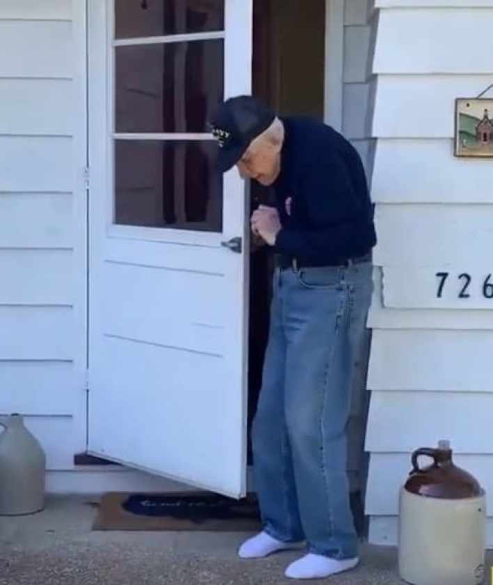 Elderly man goes viral as he dances to 'Can't Stop The Feeling' by Justin Timberlake.