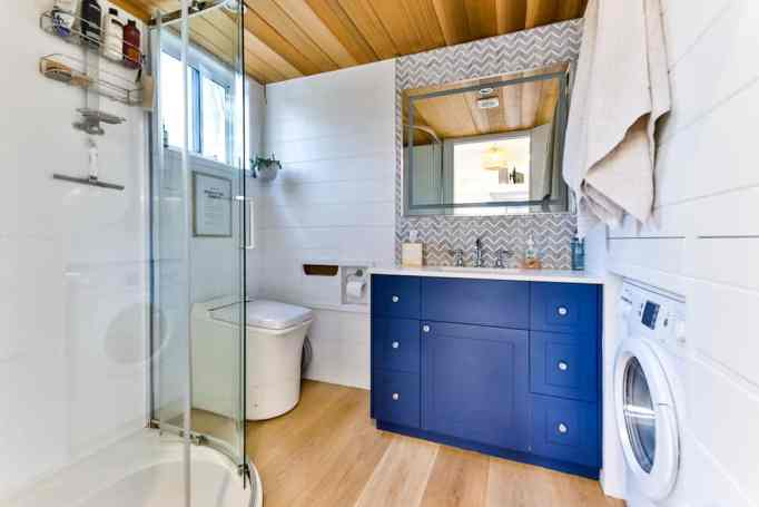 Modern tiny home with an outhouse does not have any clogged toilets problem.