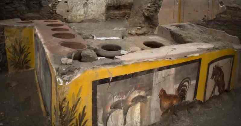 Fast-food eatery in Pompeii has holes on top and paintings on the side.