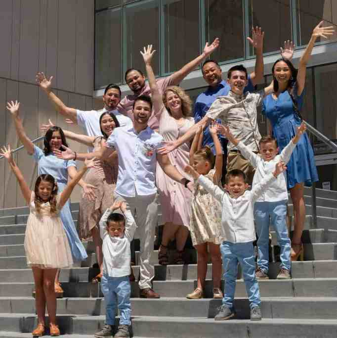Pam Willis and Gary Willis with their 12 children