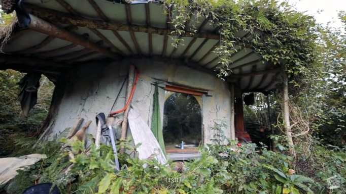 A tiny earthen home in Wales