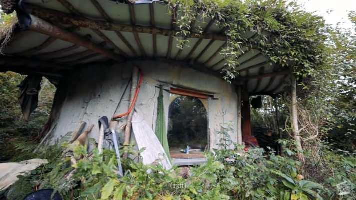 Крошечный земляной дом в Уэльсе
