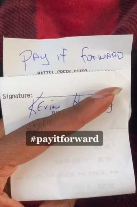 """A note with a message saying """"pay it forward"""""""