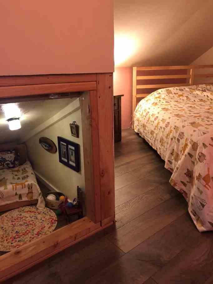 Спальня с крошечной кошачьей комнатой