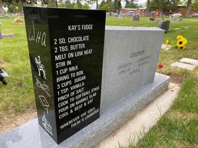 Надгробие Кея и Уэйда Эндрюсов, показывающее рецепт помадки Кей