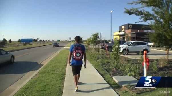 Donte Franklin walking to Buffalo Wild Wings