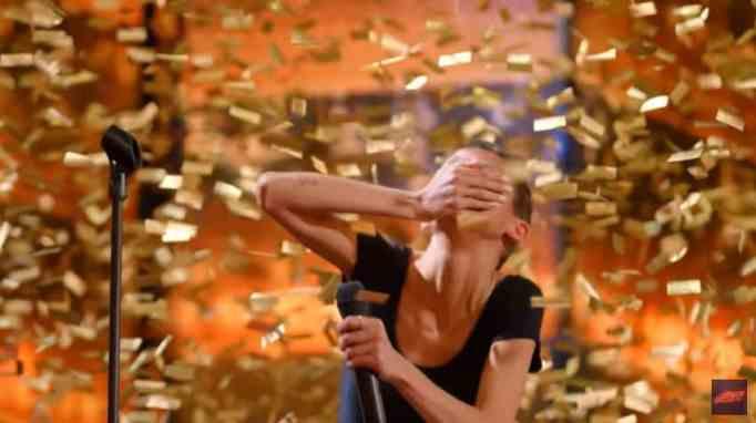 Джейн Марчевски получает золотую медаль на шоу America's Got Talent