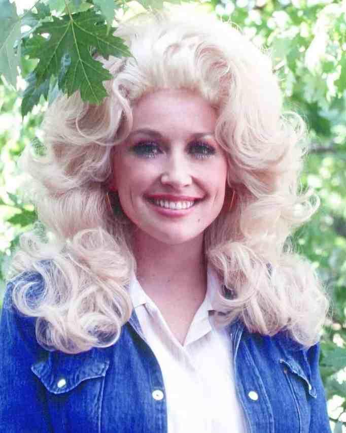 A young Dolly Parton