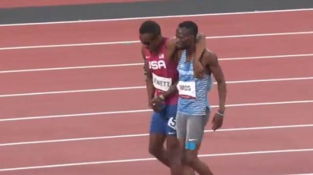 Isaiah Jewett and Nijel Amos walking together to the finish line
