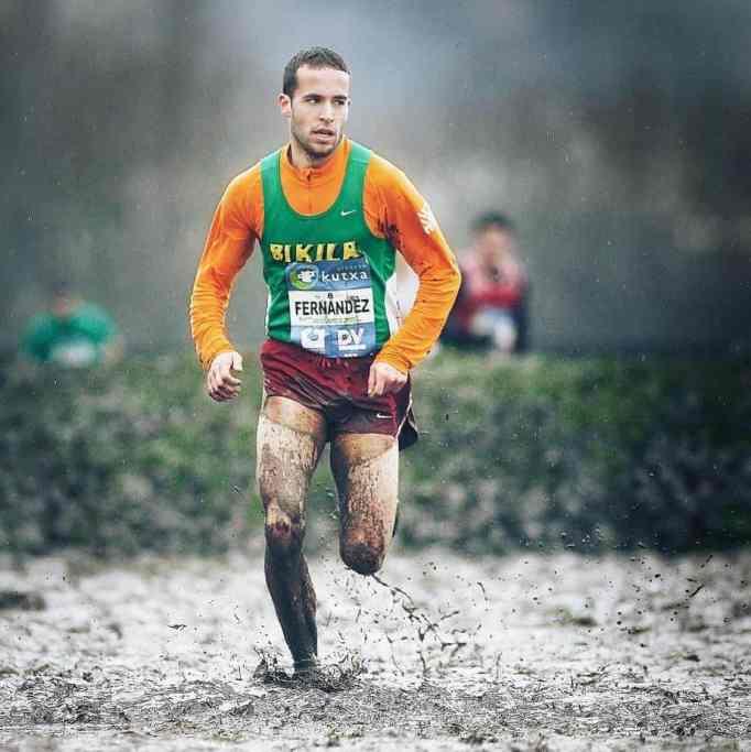 Ivan Fernandez Anaya running in the mud during a race