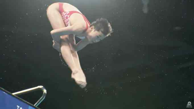 Quan Hongchan performing somersaults
