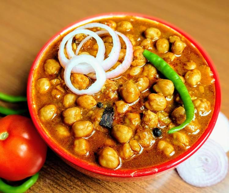 Chole recipe punjabi chana masala vegecravings chole recipe punjabi chana masala forumfinder Images