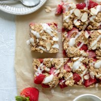 Strawberry, Banana and Almond Oat Bars (Oil-Free)