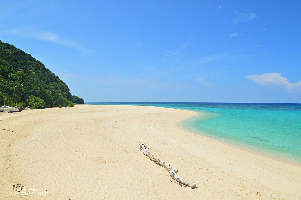 Ranggo Magaaizne-Puka Beach by Bong Arban