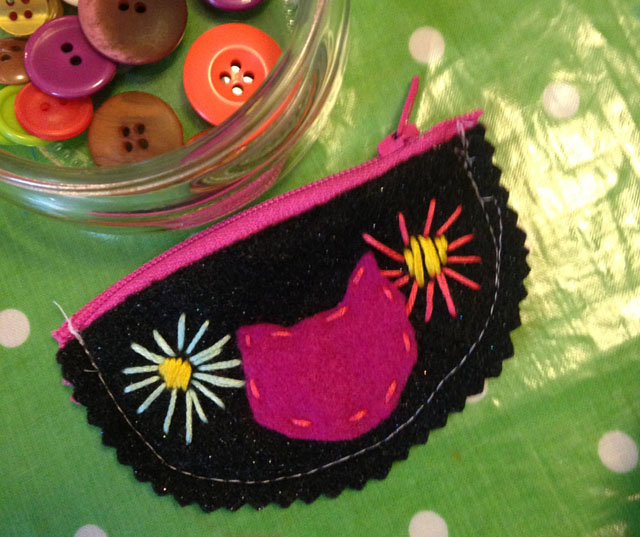A little zippered pouch, the perfect combination of beauty and function