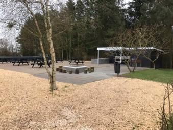 Grill område ved legepladsen