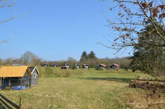8 hytter med udsigt over landskab og fjord - op til 28 personer