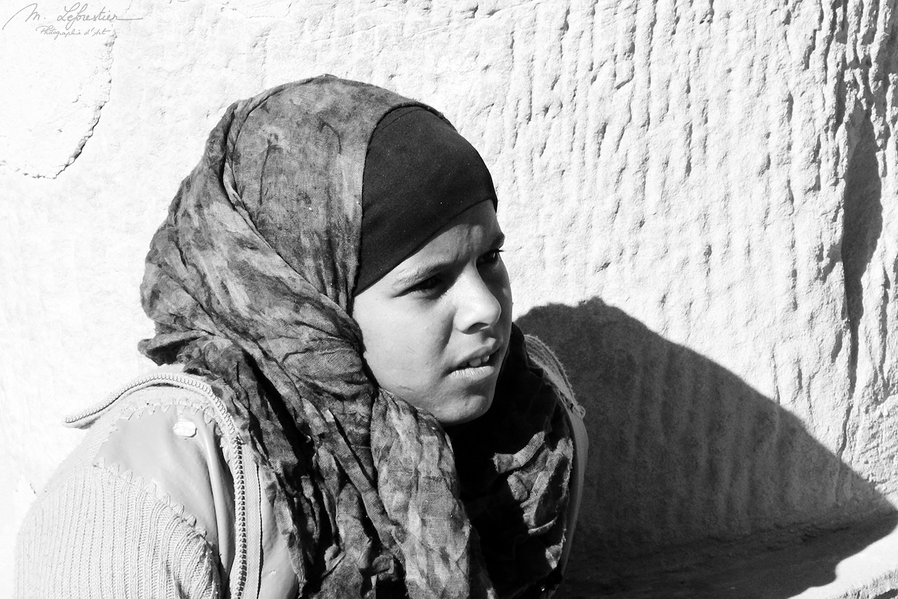 local bedouin girl in Petra Jordan