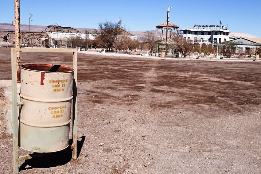 a street litter bin in Chacabuco Chile by the prison of Pinochet
