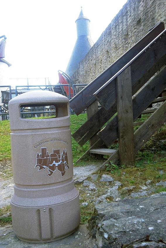 litter bin at the castle of Bourscheid in Luxembourg