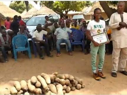Benue State Corps Member Gifted 80 Tubbers of Yam for Drilling a Borehole for a community.