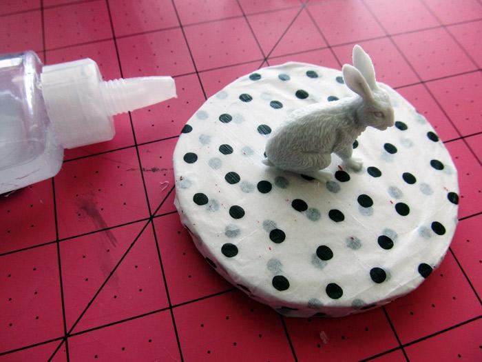 glue small animal on the lid