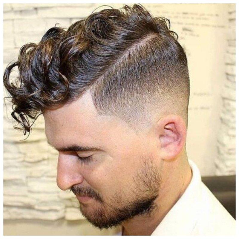 Стрижка помпадур для кудрявых волос