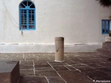 Προαύλιο με αρχαία κολώνα