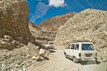 drive from leh to pangong lake48