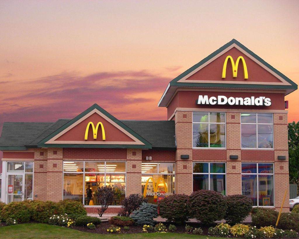 how much does a mcdonald's franchise cost and make