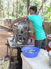 jus de canne à sucre, sur le bord de route - Kerala © ChPL / dec 2013