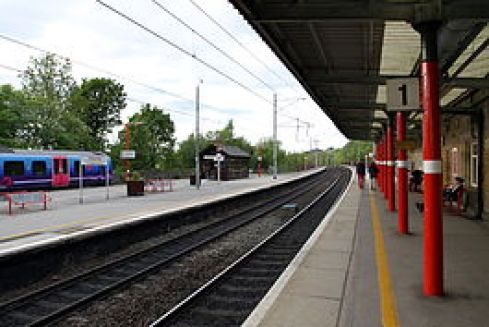 265px-Oxenholme_Lake_District_railway_station_in_spring_2013_(1)