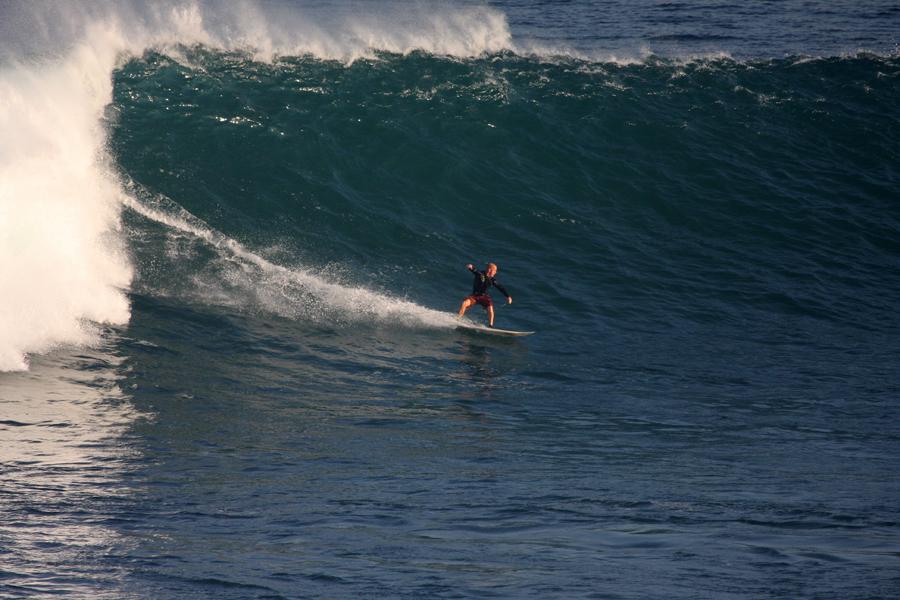 Большые волны на Uluwatu, Бали