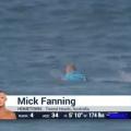 Акула напала на серфера во время соревнований - видео