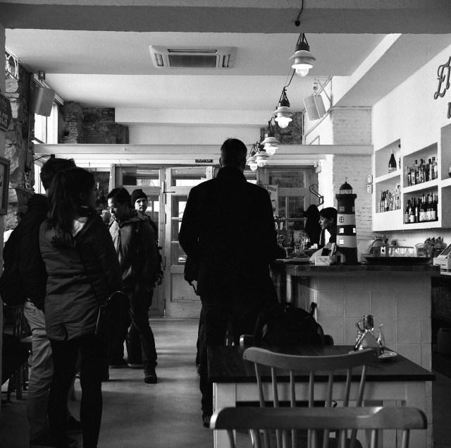 street tapas bar barcelona yashica 635 ilford hp5 film medium format 120 spain