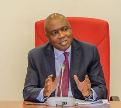 Court orders forfeiture of Saraki's houses to FG