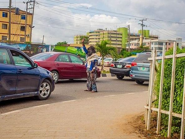 Woli Arole Dresses Like A Mentally Ill Person On The Streets Of Lagos To Mark World Mental Health Day