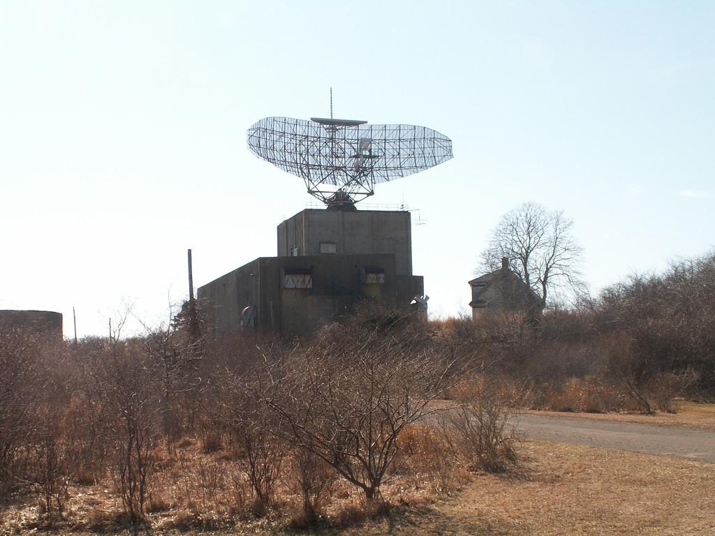 Le radar AN-FPS-35 au Camp Hero State Park à Montauk, New York.