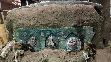 Ένα άρμα καλυμμένο με ηφαιστειακό υλικό που ανακάλυψαν οι ανασκαφείς κοντά στην Πομπηία.