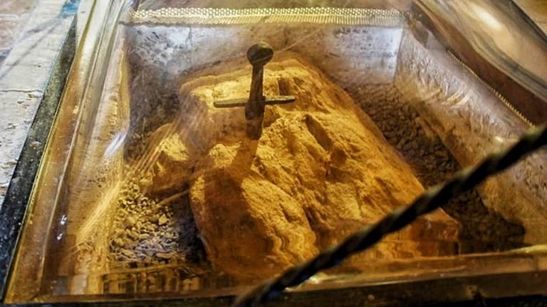 Resnična zgodba za tem legendarnim mečem iz 12. stoletja v kamnu San Galgano 26