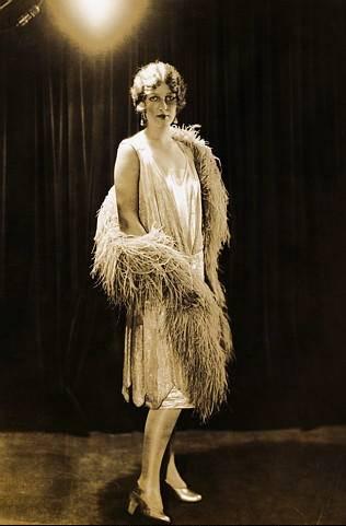 1920's fashion flapper feather boa